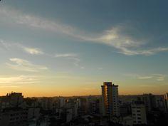 Um pouco antes do pôr do sol.
