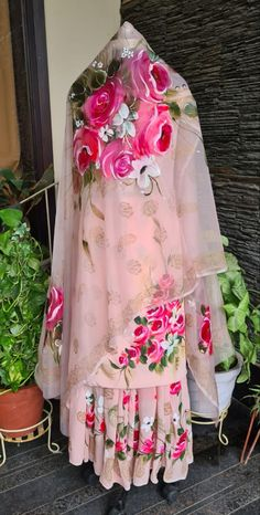 Pakistani Wedding Outfits, Pakistani Dresses Casual, Indian Gowns Dresses, Pakistani Dress Design, Modest Dresses, Simple Dresses, Elegant Dresses, Beautiful Dresses, Designer Party Wear Dresses