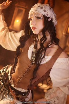 Awesome bodice, lace on the sleeves! Fancy gypsy, lol