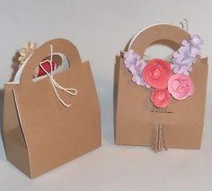 Piccole decorazioni floreali Place Cards, Floral Decorations, Place Card Holders, Engagement, Flowers, Painting, Box, Ideas, Snare Drum