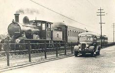 ..:: Blog Caiçara ::.. Turismo Consciente Baixada Santista: Foto Antiga 1930: Trem e Vagões de Madeira - Trajeto Santos a Cubatão