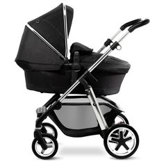 The Silver Cross Pioneer pram system, shown here in carrycot mode. The lie flat carrycot is included in the Pioneer pram package and is suitable for overnight sleeping.