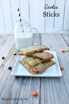 A cookie recipe for cookie sticks that are the perfect dessert for a dunking contest. Yummy Cookies, Cupcake Cookies, Yummy Treats, Sweet Treats, Cupcakes, Köstliche Desserts, Delicious Desserts, Dessert Recipes, Yummy Food