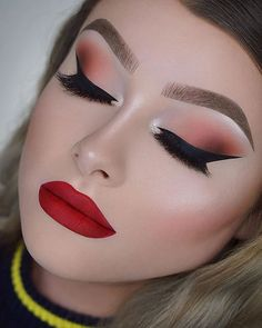 Dramatic Makeup Looks Make You Glow in 2020 - Page 2 of 9 - StarMyFashion Red Lips Makeup Look, Prom Makeup Looks, Crazy Makeup, Eyeshadow Makeup, Makeup Art, Makeup Ideas, Beauty Makeup, Makeup Lips, Gold Makeup