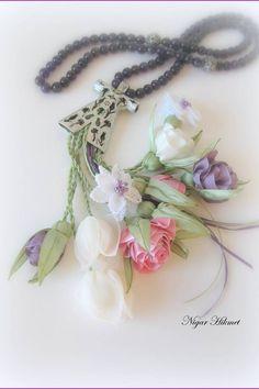 Nigar Hikmet, ribbon flowers, tesbih