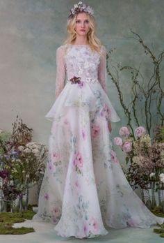 A estilista Elizabeth Filmore inspirou sua coleção em jardins floridos. Ficou lindo!!! Veja mais: http://yeswedding.com.br/pt/antena-yes/post/elizabeth-filmore-fall-2015