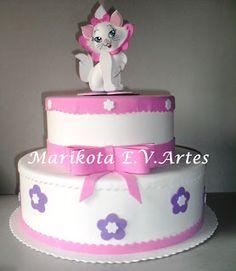 Marikota E.V.Artes: Bolo fake Gatinha Marie (Branco e rosa)