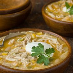 Cold Weather Recipe: White Chicken Chili — Recipes from The Kitchn: Supposed to be the BEST, per the Baileys! Chili Recipes, Soup Recipes, Chicken Recipes, Cooking Recipes, Lunch Recipes, Easy Recipes, Oven Cooking, Recipe Chicken, Smoothie Recipes