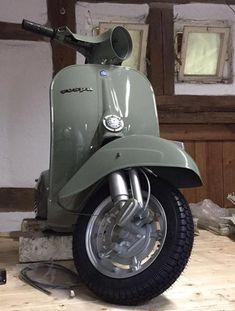 Vespa 125, Vespa Bike, Lambretta Scooter, Vespa Scooters, Triumph Motorcycles, Small Motorcycles, Vintage Vespa, Vintage Italy, Ducati
