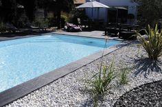 Margelle de piscine Ardoisière pour une piscine de style contemporain http://www.pierra.com/exterieur/ardoisiere/
