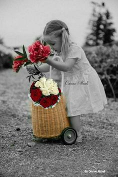image Splash Photography, Art Photography, Beautiful Children, Cute Kids, Color Splash, Good Morning, Baby Strollers, Beautiful Pictures, Black And White