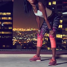 It's back! Our bestseller - the Salar Capri in pop coral reflective ombre - will make you shine during your most intense night workouts. Will it make its way into your wardrobe this season? #capris #sportswear #workoutclothes