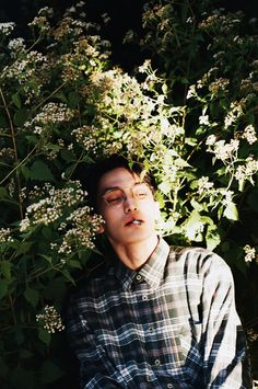 ph by rie Beautiful Boys, Pretty Boys, Cute Boys, Photography Poses, Fashion Photography, Flower Boys, Jolie Photo, Photo Reference, Pretty People