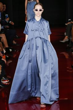 Rochas Spring 2018 Ready-to-Wear Fashion Show Collection