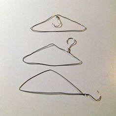 """""""The Uncomfortable"""", de la diseñadora y arquitecta Katerina Kamprani, es una serie de rediseños de objetos cotidianos útiles convirtiéndolos en divertidos, inútiles y sobre todo incómodos.  Sillas, cubiertos, platos, tazas, puertas, una oreo, un botón, una regadera, perchas, un paraguas de cemento, todos ellos diseños imposibles.  http://ceslava.com/blog/30-disenos-incomodos-de-objetos-cotidianos/"""