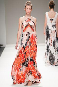 За платье с принтом из фракталов, напоминающих пятиконечные звезды.   Bibhu Mohapatra Spring 2014 Ready-to-Wear Collection Slideshow on Style.com