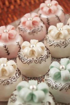 Beautiful Cake Pictures: Little Cakes With Dainty Scroll Work: Little Cakes, Wedding Cakes