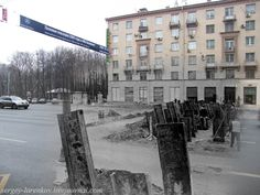 Blending Scenes from WWII into Present Day: Defense of Moscow (1941/2009)