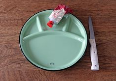 Fondue Plate Cabanaz, Vintage Green Design Agency, Vintage Green, Fondue, Home Accessories, Plates, Retro, Collection, Licence Plates, Dishes
