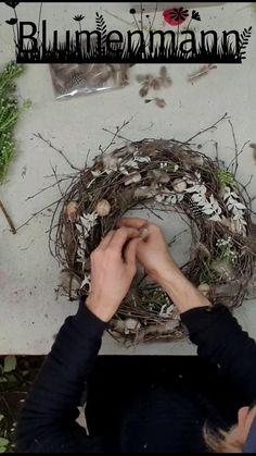 Dollar Tree Christmas, Christmas Diy, Diy Resin Art, Outdoor Planters, Weaving Art, Easter Wreaths, Spring Crafts, Flower Crafts, Easter Crafts