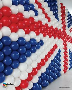 union jack balloon decoration Nothing to do with the dance. London Theme Parties, British Themed Parties, Uk Parties, British Party, London Party, Union Jack Decor, Queen 90th Birthday, 9th Birthday, Beatles Party