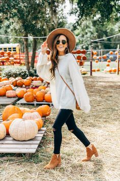 25 Loose-Fitting & Affordable Thanksgiving Outfit Ideas | Alyson Haley