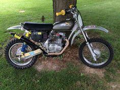 Honda Scrambler, Honda Motorcycles, Motocross Bikes, Vintage Motocross, Classic Motors, Classic Bikes, Honda Cb 100, Honda Dirt Bike, Cool Dirt Bikes