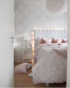 Lighting inspo for bedroom by @lovingwhitestyle   #sessaklighting #lightingideas #lighting #homelighting #valaisin #