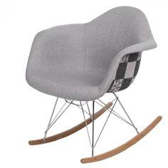 Organikus, formázott ülés, az íves fa lábak igazán vonzzák a tekinteteket! A P018 RAR hintaszékeket elsősorban azoknak ajánljuk, akik szeretik a merész színeket és egyedi megoldásokat. Innovatív belső és klasszikus terekbe tökéletesen beleillik. Fa, Rocking Chair, Furniture, Home Decor, Scrappy Quilts, Chair Swing, Decoration Home, Room Decor, Rocking Chairs