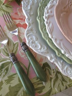 Love pretty dishes - nice color combination used here.