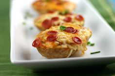 Convierte las papas al horno en forma de pequeños barcos de pizza.