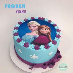 Torta Frozen Medellín - cake by Giovanna Carrillo - CakesDecor Anna Frozen Cake, Cupcakes Frozen, Frozen Doll Cake, Anna Cake, Frozen Theme Cake, Frozen Birthday Theme, Elsa Birthday, 3rd Birthday Cakes, Frozen Fondant Cake