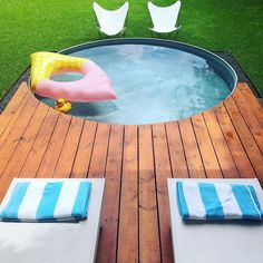 The 9 BEST stock tank pool ideas - most creative DIY stock tank swimming pools I've seen including painted, pool liners & DIY bench designs! Oberirdischer Pool, Small Swimming Pools, Small Pools, Swimming Pool Designs, Lap Pools, Indoor Pools, Backyard Pools, Pool Landscaping, Swiming Pool