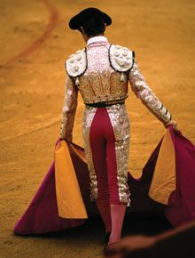 Display your bravery as you step into the ring, while looking into the eyes of your opponent, the bull. A torero is considered to possess great artistry, athleticism, agility and grace. Matador Costume, Spain Culture, Flamenco Dancers, Beautiful Costumes, Hat Shop, Cool Hats, People Of The World, Photos, Pictures