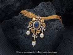 Gold Necklace with Sapphire Pendant Designs, Gold Sapphire Necklace Designs. Gold Jewellery Design, Gold Jewelry, Handmade Jewellery, Earrings Handmade, Diamond Jewelry, Indian Wedding Jewelry, Indian Weddings, Pendant Design, India Jewelry