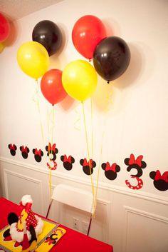 aniversário de 3 anos com vermelho amarelo e preto