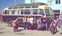 Sultanahmet'ten geçip Kabil'e ulaşan Hippi otobüsü yolcuları. 1970'ler. Masal gibi. Bugün namümkün. #istanlook