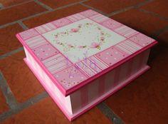 Lola Artesanías: Caja 25x25 con 9 divisiones en patch rosa