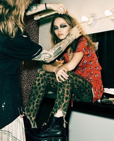 However, a few magical moments of modern grunge have surfaced and we're ready to give you the With a few of our tips and some outfit inspo Lily Rose Melody Depp, Lily Rose Depp Style, 90s Grunge Hair, Grunge Outfits, Mode Outfits, Grunge Dress, Grunge Girl, Grunge Style, Glam Rock