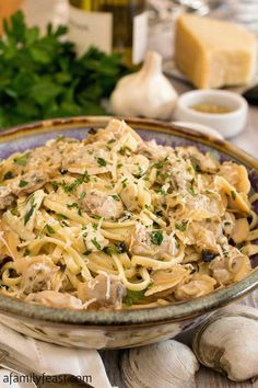 Linguine with White Clam Sauce is simple, fresh and delicious! Linguine with White Clam Sauce is a quintessential Southern Italian dish that is absolutely delicious! Your dinner guests will think that they are eating at Clam Pasta, Seafood Pasta, Seafood Dishes, Pasta Dishes, Fish Dishes, Clam Recipes, Fish Recipes, Seafood Recipes, Cooking Recipes