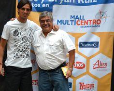 Fotos con Bryan Ruiz  en Multicentro-Desamparados