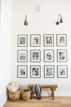 way wall decor How To Decorate Your Blank Walls: 17 Inspirational Chic Ideas Entryway Wall Decor, Art Mural, Wall Art, Black Decor, Home Decor Inspiration, Frames On Wall, Home And Living, Living Room Decor, Diy Home Decor