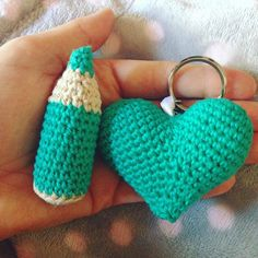 Verde que te quiero verde #verde #verdeopalo #drops #dropsloveyou7 #green #dropsgreen #cotton #crochet #crochetaddict #crochetlove #crochetlife #instacrochet #instaknit #crochetbrooch #crochetheart #crochetpencil # #keychain #handmade #hechoamano #bodaquiqueyzulema #losamigosdezuzu #knittersofinstagram #ganchillo #ganchilloterapia #lalocadelganchillo #lapizdeganchillo #corazondeganchillo #ganchillocreativo #crochetersofinstagram by zuzu22