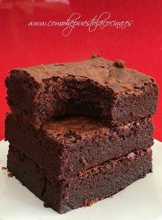 receta-brownie-jugoso Homemade Brownies, Best Brownies, Chocolate Brownies, Chocolate Cookies, Chocolate Desserts, Sweet Cooking, Brownie Cupcakes, Bakery Recipes, Sweet Cakes