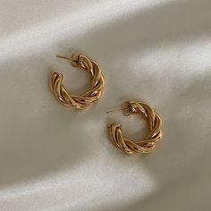 Ear Jewelry, Dainty Jewelry, Cute Jewelry, Gold Jewelry, Jewelry Accessories, Chunky Jewelry, Jewellery Earrings, Stylish Jewelry, Vintage Jewellery