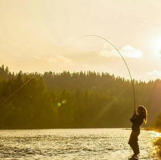 All you need to know about salmon fishing tips fly tying. Trout Fishing Tips, Salmon Fishing, Carp Fishing, Saltwater Fishing, Kayak Fishing, Crappie Fishing, Fishing Rods, Fishing Places, Fishing Chair