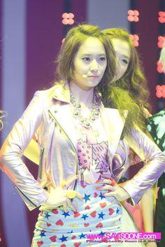 Fx Krystal Krystal Jung, Sulli, Kpop Girls, Stage, Victoria, Princess Zelda, Fashion, Moda, Fashion Styles