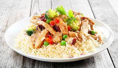 Eine Kombi aus Reis mit Fleisch und Gemüse ist ideal als Post-Workout-Meal