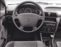Opel Astra dashboard with full size airbag (9/93)