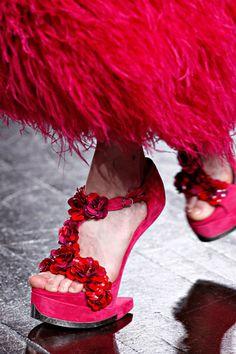 Sapatos de mqueen | Até então o sapato que mais causou impacto de Alexander McQueen foi ...